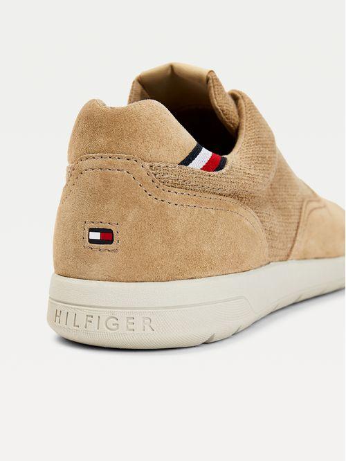 Zapatos de textura mixta