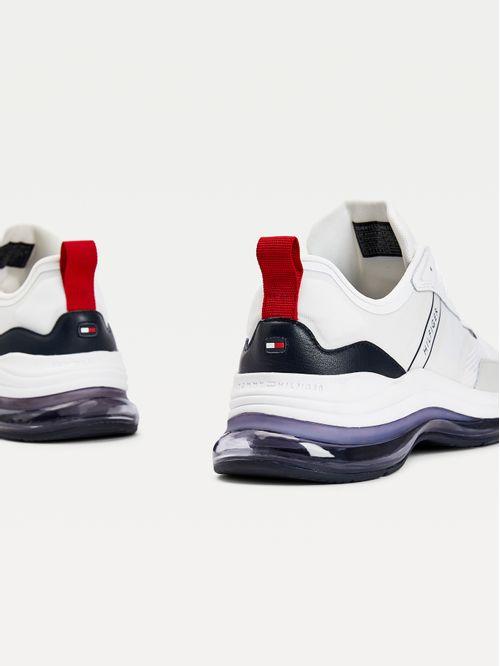 Zapatillas deportivas con mezcla de texturas